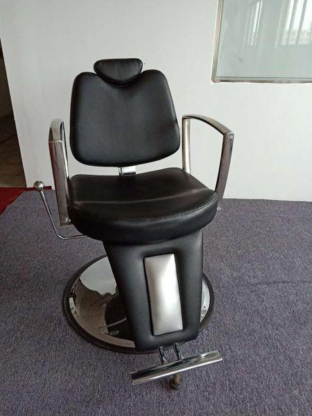 Ghế cắt tóc j2018 Prince Barber có thiết kế đơn giản mả chắc chắn